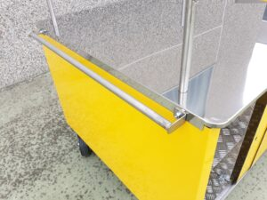 carretti a spinta giallo cargo-bike friggitoria street food